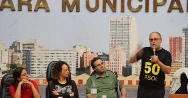 O deputado estadual Pedro Ruas faz sua saudação à Plenária do PSOL RS