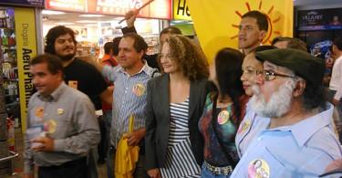 Miltantes do PSOL Goiás com Luciana Genro durante a campanha presidencial em 2014