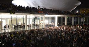 Protesto_no_Congresso_Nacional_do_Brasil_17_de_junho_de_2013-600x350